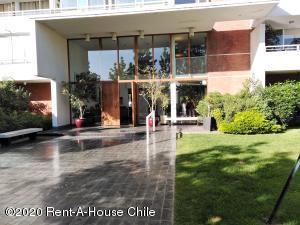 Departamento En Arriendoen Santiago, Las Condes, Chile, CL RAH: 21-11