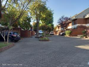 Casa En Ventaen Santiago, Las Condes, Chile, CL RAH: 21-42