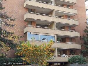 Departamento En Arriendoen Santiago, Las Condes, Chile, CL RAH: 21-59