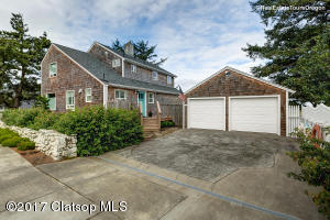 1762 N Holladay Dr, Seaside, OR 97138