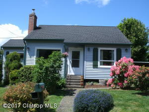 1587 9th St, Astoria, OR 97103