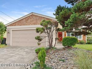 Conveniently Located & Stylishly Updated Seaside Ranch!