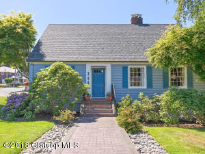 Don't Miss This Coastal Classic In Seaside's Highly Coveted Cove Location!