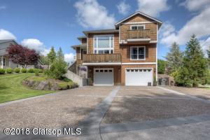 36226 River Point Dr, Astoria, OR 97103