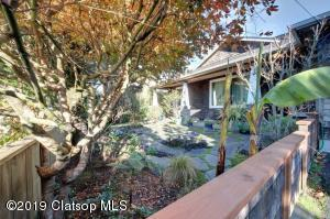 339 S Hemlock St, Cannon Beach, OR 97110