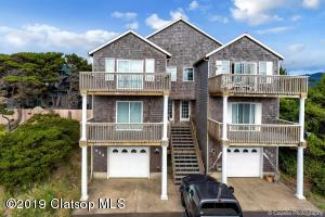 534 N Pacific St, Rockaway Beach, OR 97136