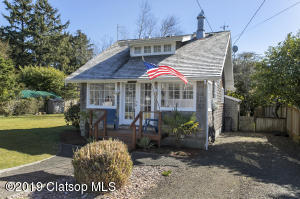 627 B St, Gearhart, OR 97138