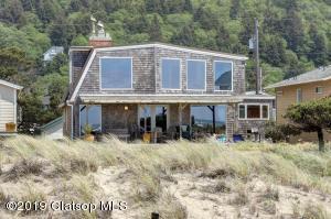 377 S Pacific St, Rockaway Beach, OR 97136