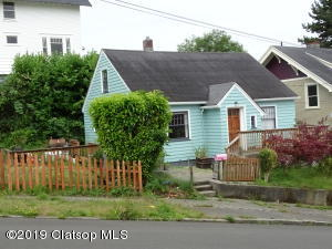 663 10th St, Astoria, OR 97103