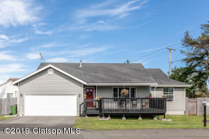 27 NW 4th St, Warrenton, OR 97146