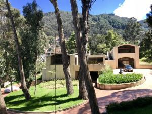 Casa En Ventaen Bogota, Chico Alto, Colombia, CO RAH: 18-5