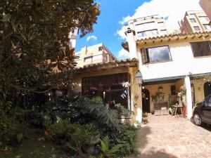 Casa En Ventaen Bogota, La Carolina, Colombia, CO RAH: 18-76