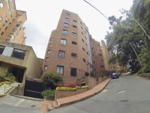 Apartamento En Arriendoen Bogota, Rosales, Colombia, CO RAH: 18-95