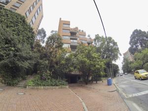 Apartamento En Ventaen Bogota, Los Rosales, Colombia, CO RAH: 18-108