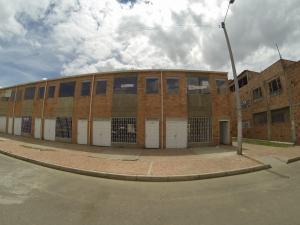 Local Comercial En Ventaen Madrid, Parque Santa Maria, Colombia, CO RAH: 18-128