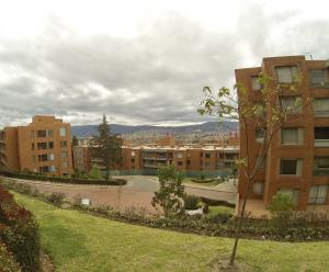 Apartamento En Arriendoen Bogota, Suba, Colombia, CO RAH: 18-150