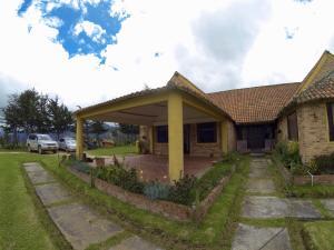 Casa En Ventaen Bogota, La Calera, Colombia, CO RAH: 18-198