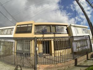 Casa En Ventaen Bogota, Normandía, Colombia, CO RAH: 18-207