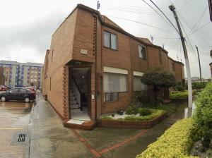 Casa En Ventaen Bogota, San Jose Fontibon, Colombia, CO RAH: 18-245