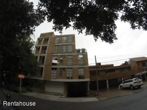 Apartamento En Arriendoen Bogota, Altos Del Retiro, Colombia, CO RAH: 18-306
