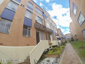Casa En Ventaen Bogota, Castilla, Colombia, CO RAH: 18-344
