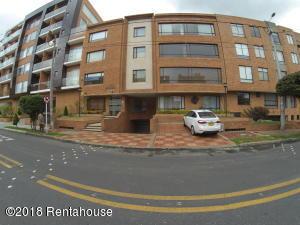 Apartamento En Ventaen Bogota, Chico Navarra, Colombia, CO RAH: 18-407
