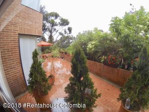 Apartamento En Arriendoen Bogota, Bosque De Pinos, Colombia, CO RAH: 18-457