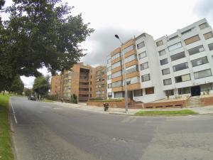 Apartamento En Arriendoen Bogota, Cedritos, Colombia, CO RAH: 18-487