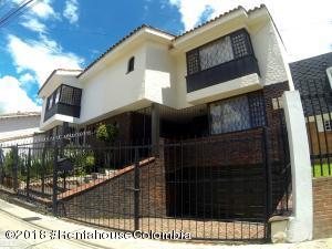 Casa En Ventaen Bogota, Niza Norte, Colombia, CO RAH: 18-503