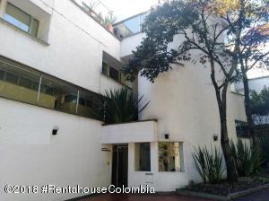 Apartamento En Arriendoen Bogota, Altos Del Chico, Colombia, CO RAH: 18-747