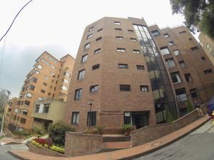 Apartamento En Arriendoen Bogota, Los Rosales, Colombia, CO RAH: 19-12