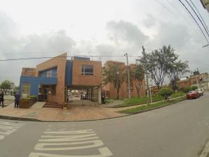 Apartamento En Ventaen Bogota, Centro Fontibon, Colombia, CO RAH: 19-114