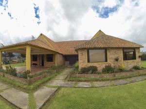 Casa En Ventaen La Calera, Vereda San Jose, Colombia, CO RAH: 19-212