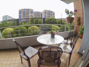 Apartamento En Ventaen Bogota, Cedritos, Colombia, CO RAH: 19-298