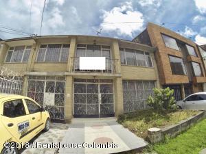 Casa En Ventaen Bogota, Gran America, Colombia, CO RAH: 19-333