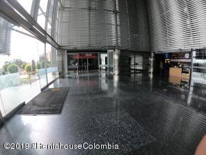 Oficina En Ventaen Bogota, Bosque De Pinos, Colombia, CO RAH: 19-218