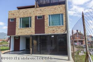 Casa En Arriendoen Cajica, La Estacion, Colombia, CO RAH: 19-531