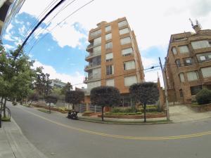 Apartamento En Arriendoen Bogota, Chico Norte, Colombia, CO RAH: 19-584