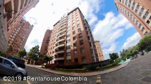 Apartamento En Arriendoen Bogota, Santa Bárbara, Colombia, CO RAH: 19-595