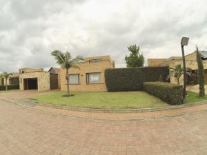 Casa En Arriendoen Cajica, Vereda Canelon, Colombia, CO RAH: 19-616