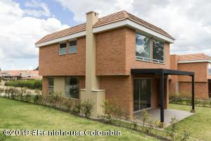 Casa En Ventaen Cajica, La Estacion, Colombia, CO RAH: 19-638