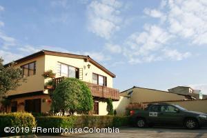 Casa En Ventaen Chia, San Francisco, Colombia, CO RAH: 19-679