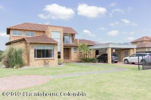 Casa En Ventaen Cajica, Calahorra, Colombia, CO RAH: 19-704