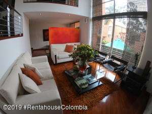 Casa En Ventaen Bogota, Bosque De Pinos, Colombia, CO RAH: 19-742
