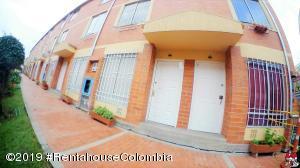 Casa En Ventaen Bogota, San Antonio Norte, Colombia, CO RAH: 19-825