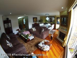 Apartamento En Arriendoen Bogota, Santa Barbara Central, Colombia, CO RAH: 19-836