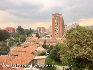 Apartamento En Arriendoen Bogota, Nuevo Country, Colombia, CO RAH: 19-233