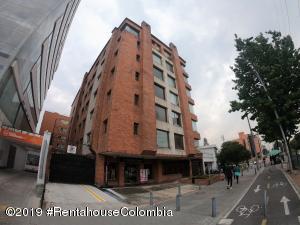 Edificio En Ventaen Bogota, Santa Bárbara, Colombia, CO RAH: 19-932
