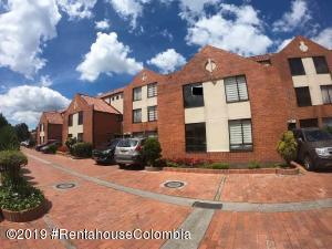 Casa En Arriendoen Bogota, Colina Campestre, Colombia, CO RAH: 19-934