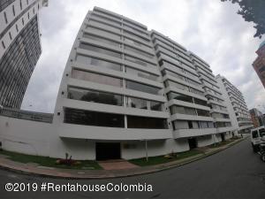 Apartamento En Arriendoen Bogota, Chico Norte Ii, Colombia, CO RAH: 19-962